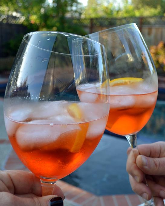 The Aperol Spritz, enjoying a summer evening | labellasorella.com