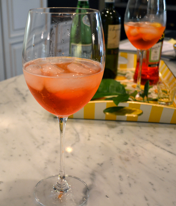 An Aperol Spritz Frizzante, using our favorite Prosecco | labellasorella.com