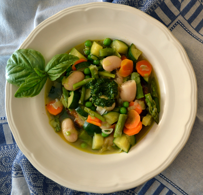 The bounty of the summer garden comes together in Summer Vegetable Soup | labellasorella.com