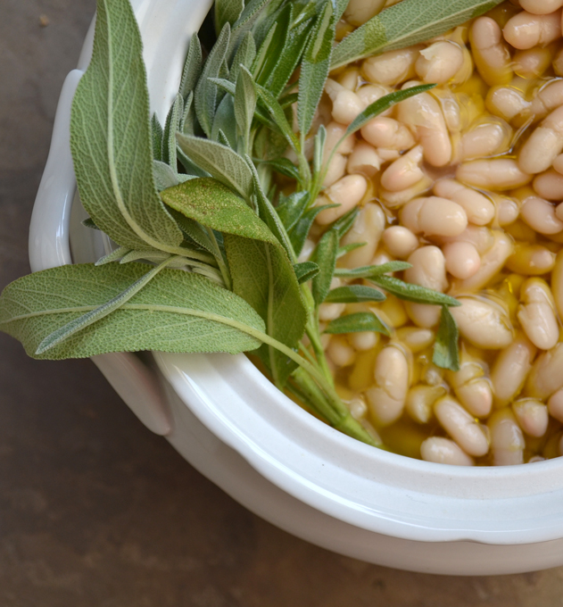 Tuscan Style Beans, yearning to be along side Beefsteak Florentine | labellasorella.com