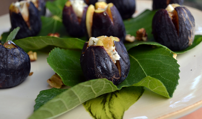 Fresh figs stuffed with Gorgonzola Dolce and a piece of toasted walnut | labellasorella.com