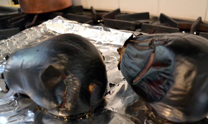Roasting eggplant enhances the flavor of any eggplant dish | labellasorella.com