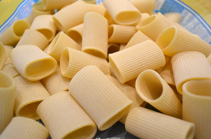 Dried commercial paccheri imported from Italy | labellasorella.com