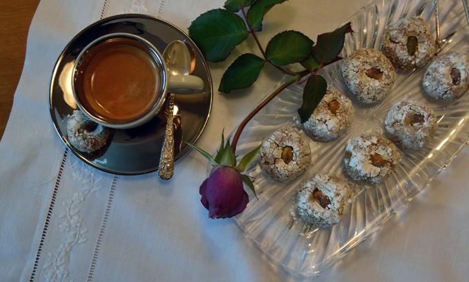 A lovely plate of Pistachio Cookies | labellasorella.com