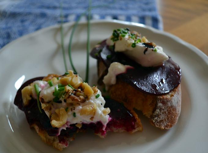 Beet & Burrata Bruschetta for one | labellasorella.com