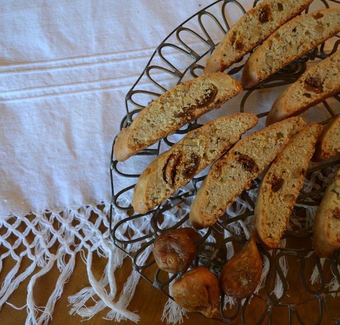 Biscotti di Fichi or Fig Biscotti | labellasorella.com