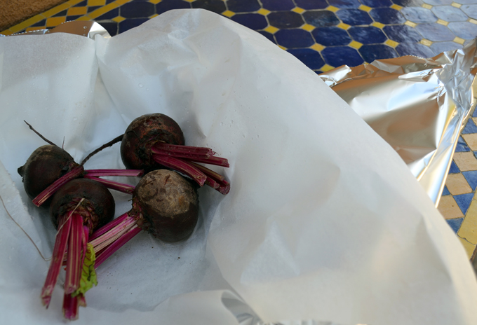 Preparing the beets to roast | labellasorella.com