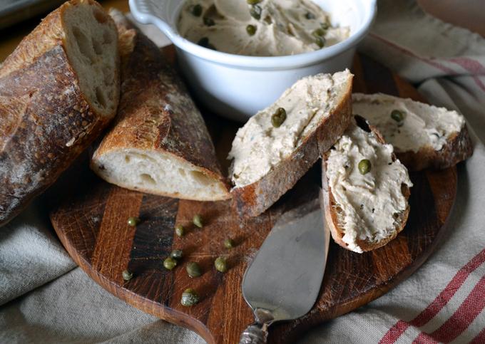Tuna Spread with Capers, serve with your favorite aperitivo | labellasorella.com