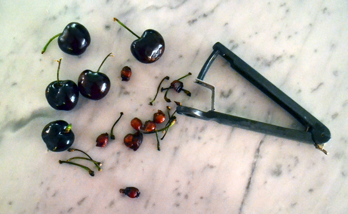 Pitting the cherries with this handy little device | labellasorella.com