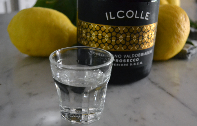 Prosecco Il Colle, a splash of Vodka and we are ready | labellasorella.com