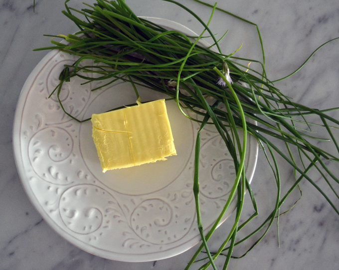 The finest European butter avaliable and garden fresh chives | labellasorella.com