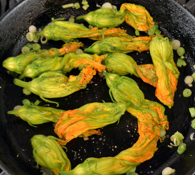 Zucchini flowers and green onion | labellasorella.com