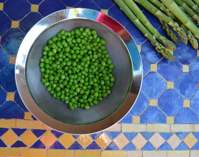 If using frozen peas, be sure to defrost over a strainer | labellasorella.com