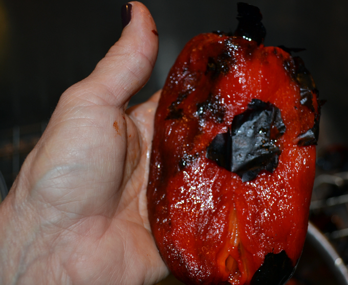 Removing the charred skin from the peppers | labellasorella.com