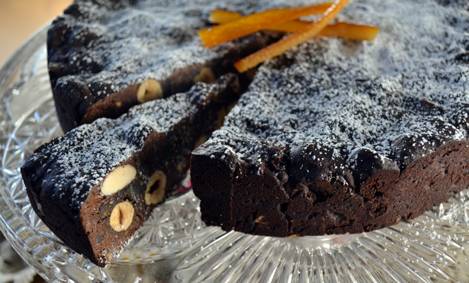 Spicy fragrant Chocolate Panforte - ladened with fruits and nuts | labellasorella.com