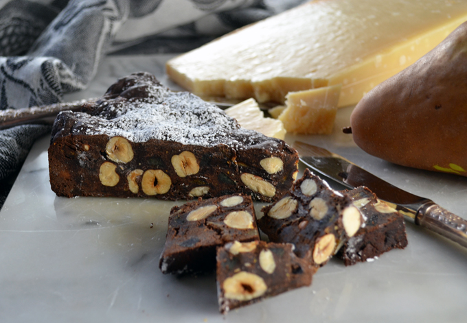 Chocolate Panforte, perfect with cheese | labellasorella.com