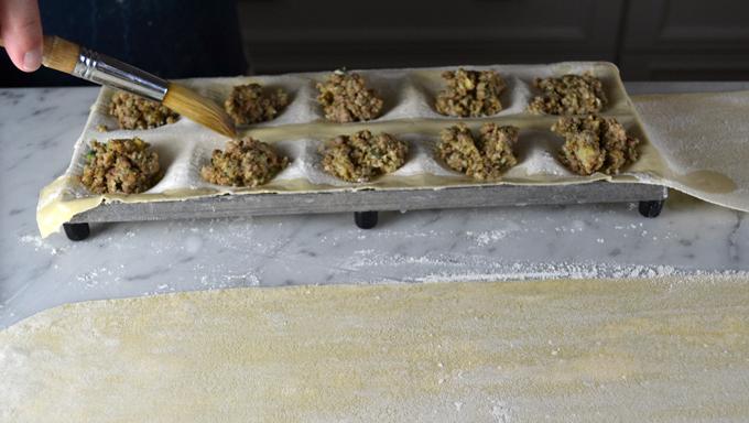 Filling the pasta   labellasorella.com