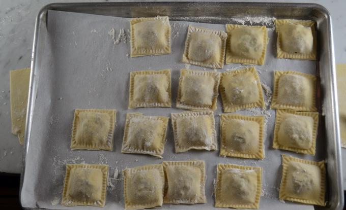 The formed ravioli, ready for the pasta pot   labellasorella.com