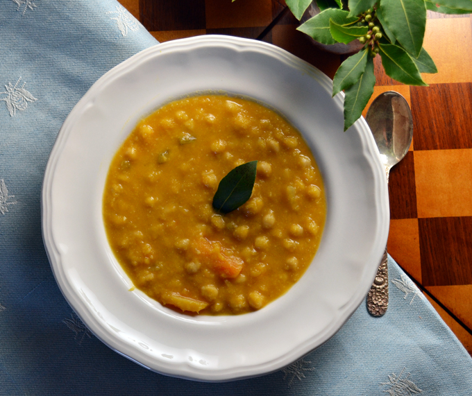 Chickpea & Pumpkin Soup, a one bowl meal | labellasorella.com