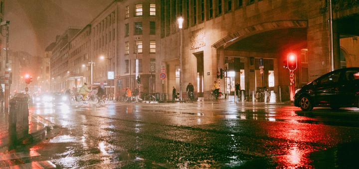 Ville sous la pluie