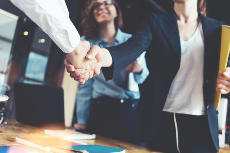 As técnicas de negociação se baseiam num processo de comunicação interativo estabelecido quando duas ou mais partes buscam um acordo