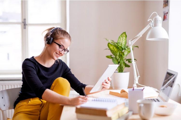 Lifelong learning: conheça as vantagens que o LABFIN.PROVAR – FIA tem para o seu aprendizado contínuo