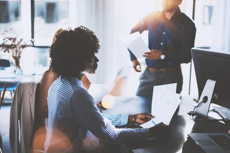 Qual é a importância do compliance e da governança corporativa para a gestão empresarial?
