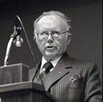 Russell Kirk speaking at The Heritage Foundation, 1983