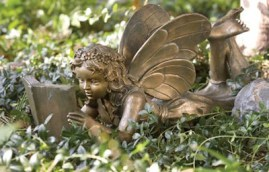 reading-garden-fairy_7-pretty-garden-accessories