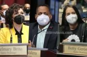 Juliana O'Neal, Bolívar Valera y Betty Gerónimo en la curul de la Cámara de Diputados