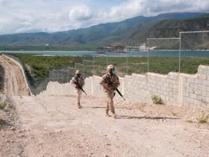 verja en la frontera con Haití