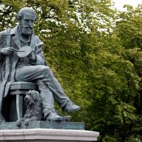 De Maxwell, Heaviside e Gibbs, à evolução contínua do Eletromagnetismo.