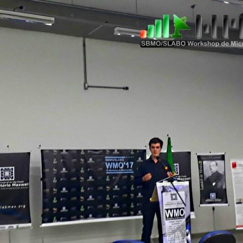 Apresentação do trabalho sobre transferência de dados via rádio com o sr. Victor Hugo do Campus São Paulo do IFSP.