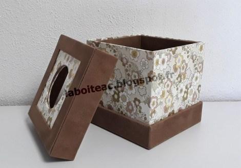 Boite à mouchoirs carrée à onglets dépassants 2-Danielle L