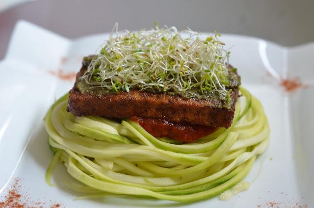 Spaghetti de courgette et tofu rosso