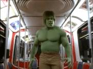 L'attaque dans le métro. Image extraite de Le retour de l'incroyable Hulk.