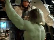 Thor contre Hulk. Image extraite de Le retour de l'incroyable Hulk.