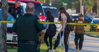 Alumnos de escuela secundaria de EE.UU. insisten en que publiquen las fotos de sus cuerpos si los matan a tiros