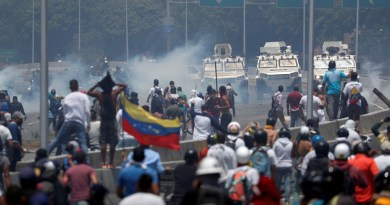 Chavistas y opositores toman calles de Venezuela