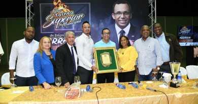 Navarro destaca valor del deporte para desarrollo de jóvenes y su compromiso con RD