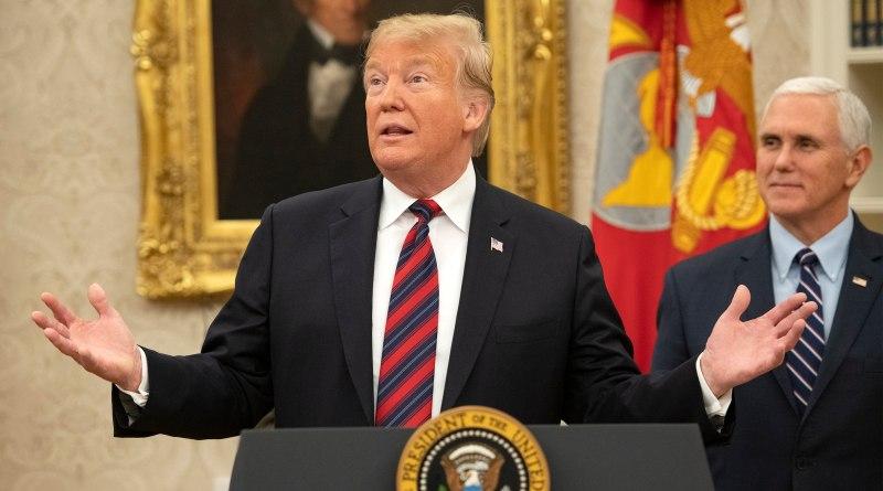 """Trump insiste en críticas al informe de Mueller que califica de """"engaño"""""""