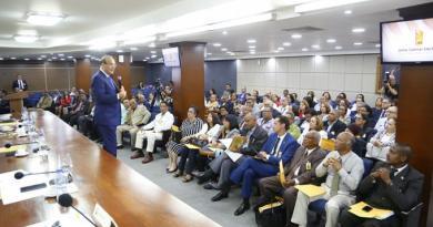 "Castaños Guzmán pide miembros de JCE trabajar duro para que ""salgamos con cabeza en alto"""