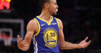 Stephen Curry anota 36 y Warriors dan primero en finales del Oeste