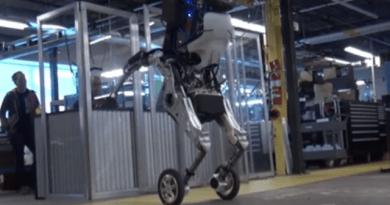 Video: Así es Take care of, el robotic que almacena cajas pesadas como un Tetris