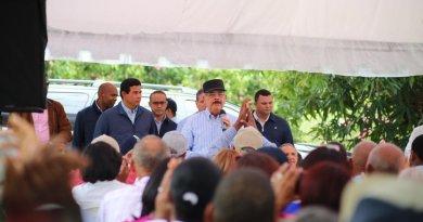 Presidente Medina aprueba proyecto de productores de mango de San Cristóbal