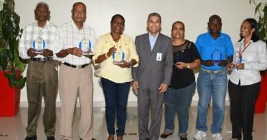 Promese/Cal reconoce a empleados con medalla al mérito