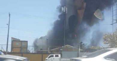 Fuego afecta depósito de equipos informáticos viejos en la Junta Central Electoral