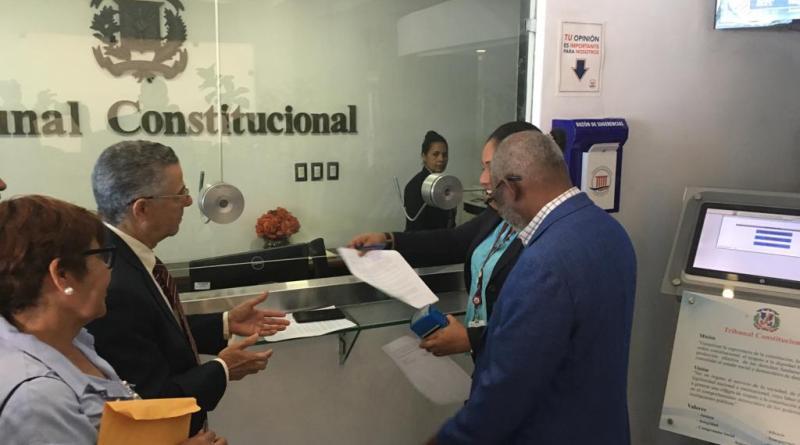 Manuel Jiménez y Frente Amplio denuncian indiferencia del TC por fraude en elecciones de SDE