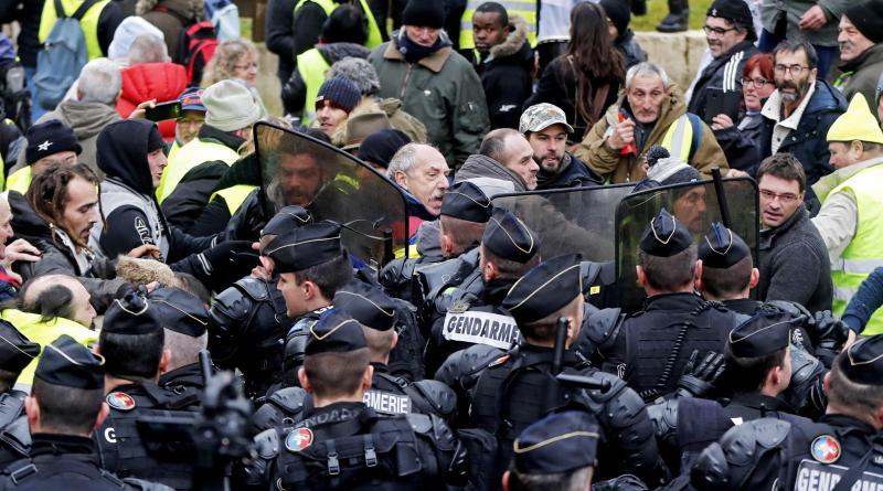 """Más de 160 detenidos en nueva protesta de los """"chalecos amarillos"""" en París"""