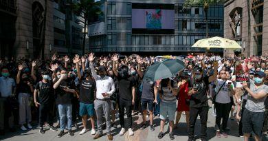 Estudiantes hongkoneses organizan sentada para condenar disparos de policía